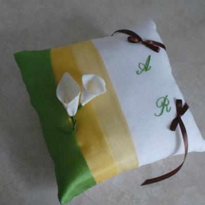 Coussin de mariage jaune et vert