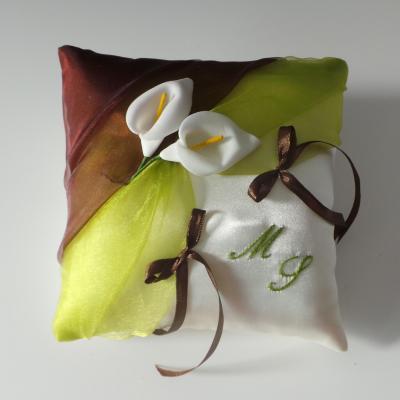 Coussin de mariage vert anis chocolat