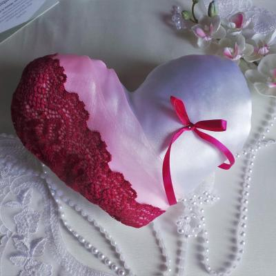 Coussin coeur fuchsia dentelle rose