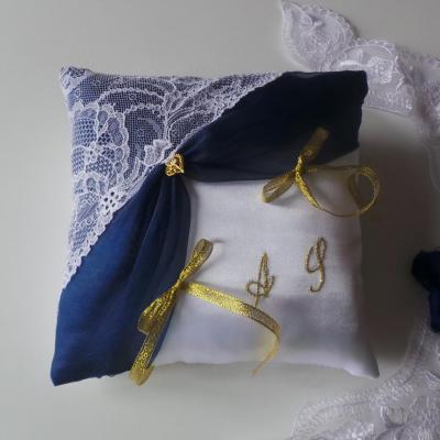 Coussin mariage blanc bleu marine et or 1