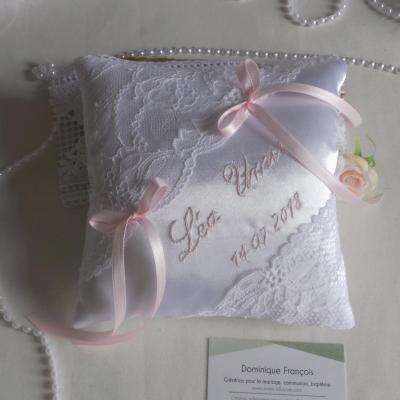 Coussin mariage blanc et rose pastel personnalise fait main 1