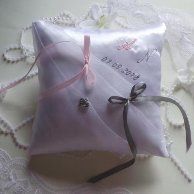 Coussin mariage blanc personnalise gris et rose