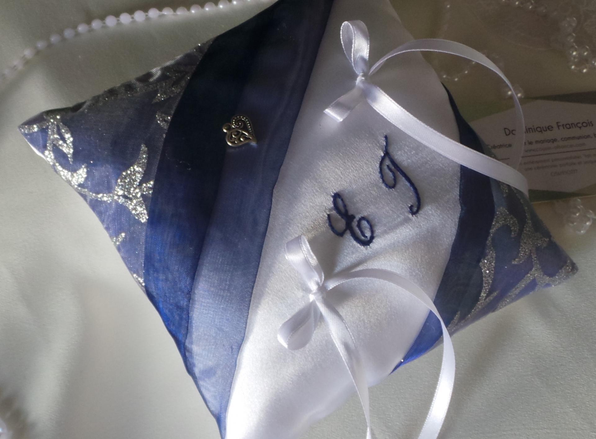Coussin mariage bleu marine argent