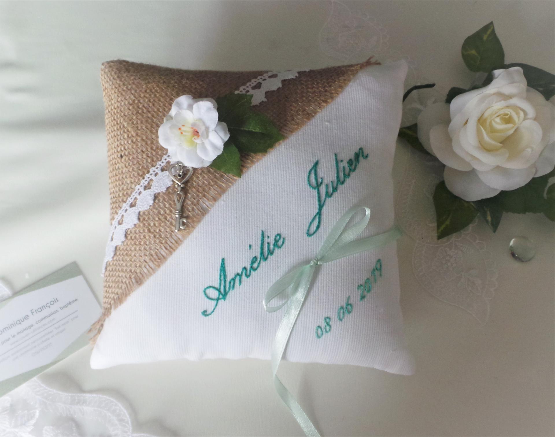 Coussin mariage champetre chic personnalise vert d eau