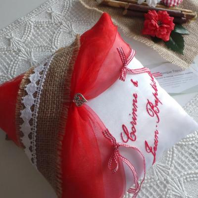 Coussin mariage champetre chic rouge personnalise
