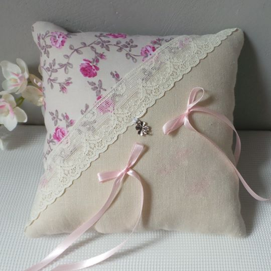 Coussin mariage champetre fleurichic lin dentelle ancienne