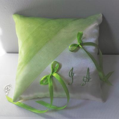 Coussin mariage chic anis blanc ou ivoire 1