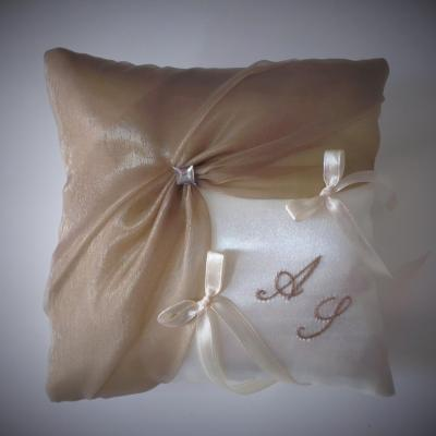 Coussin mariage chic beige taupe