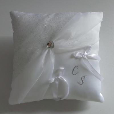 Coussin mariage chic blanc argent personnalise 1
