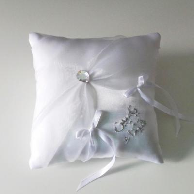 Coussin mariage chic blanc argent personnalise