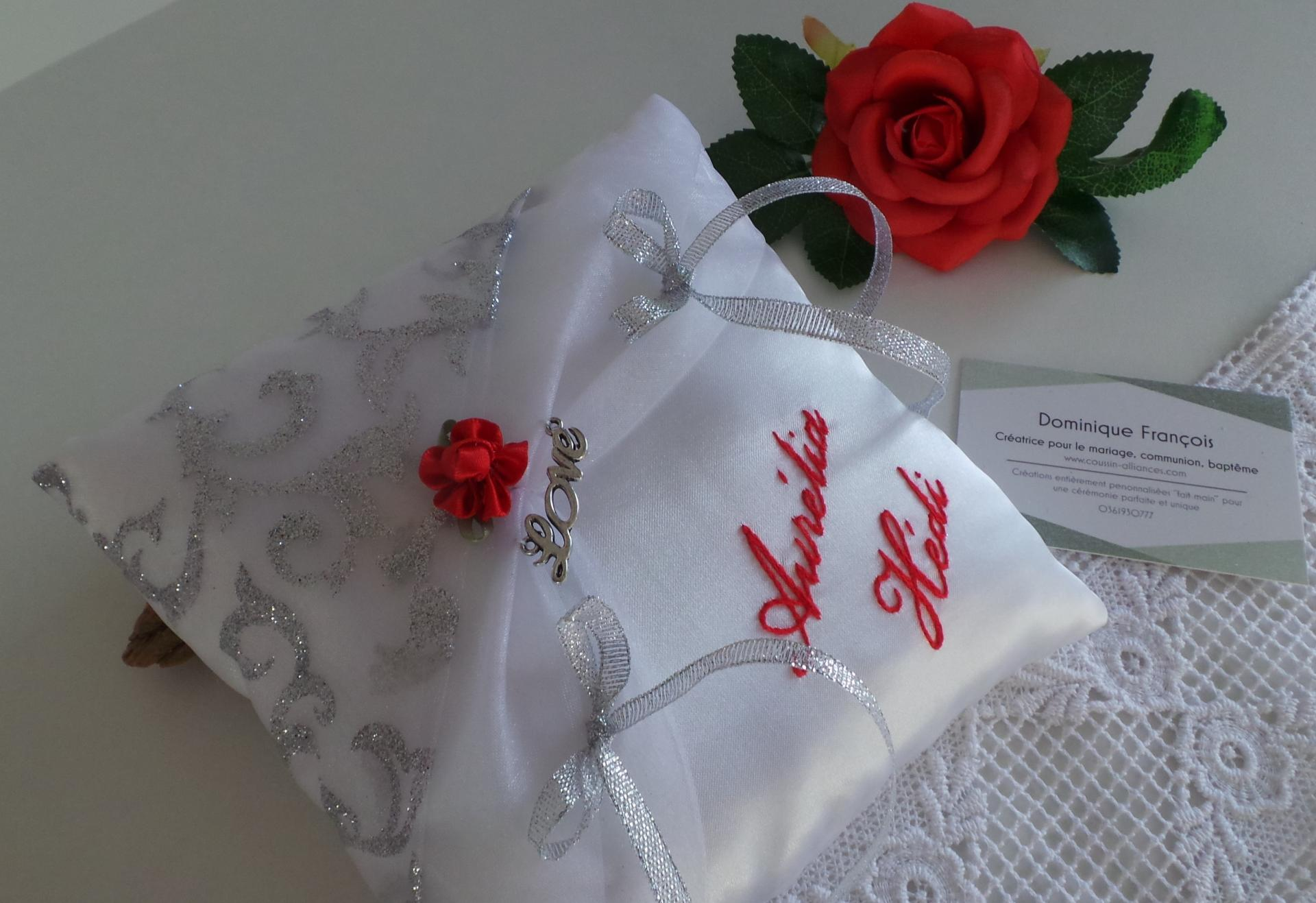 Coussin mariage chic blanc argent rouge amour love