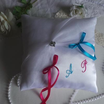 Coussin mariage chic blanc turquoise fuchsia