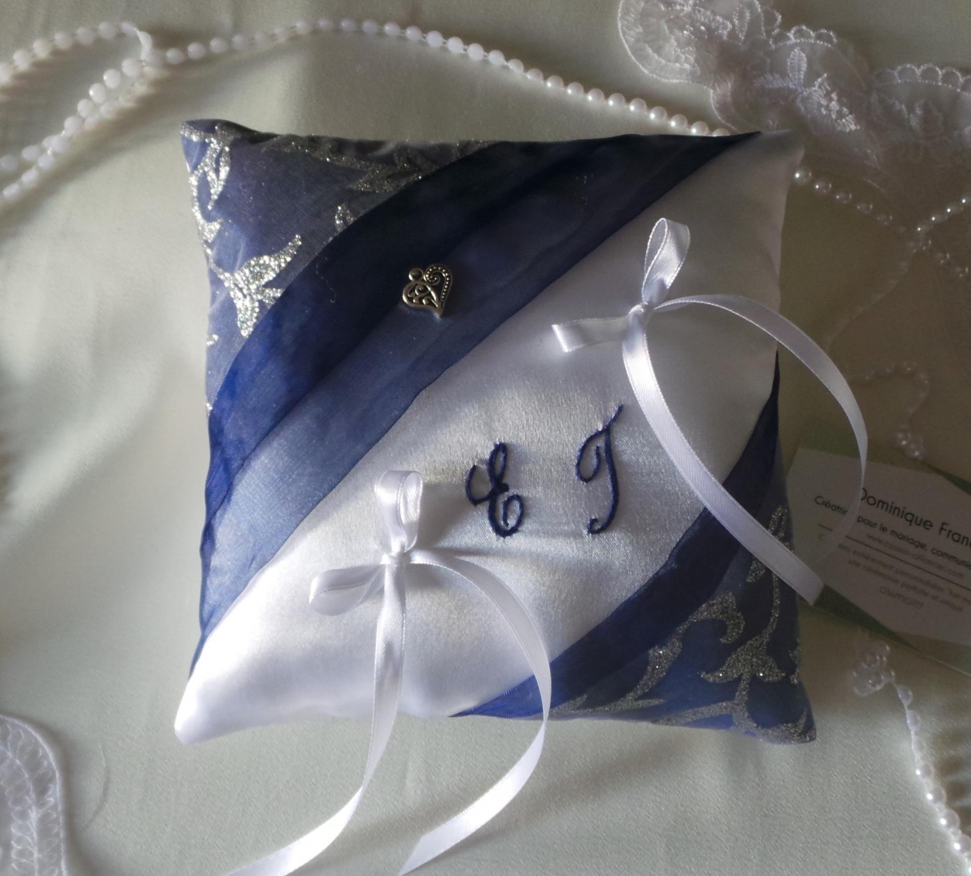 Coussin mariage chic bleu marine argent