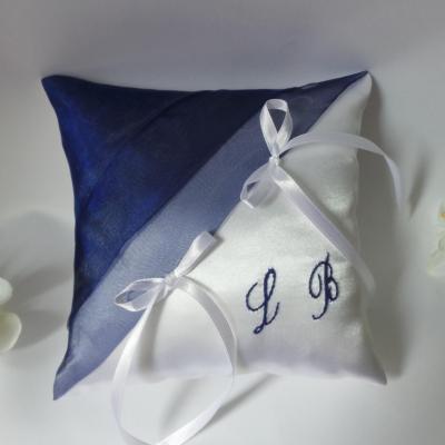 Coussin mariage chic bleu roi blanc ou ivoire