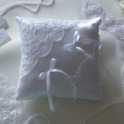 Coussin mariage chic dentelle blanc 4