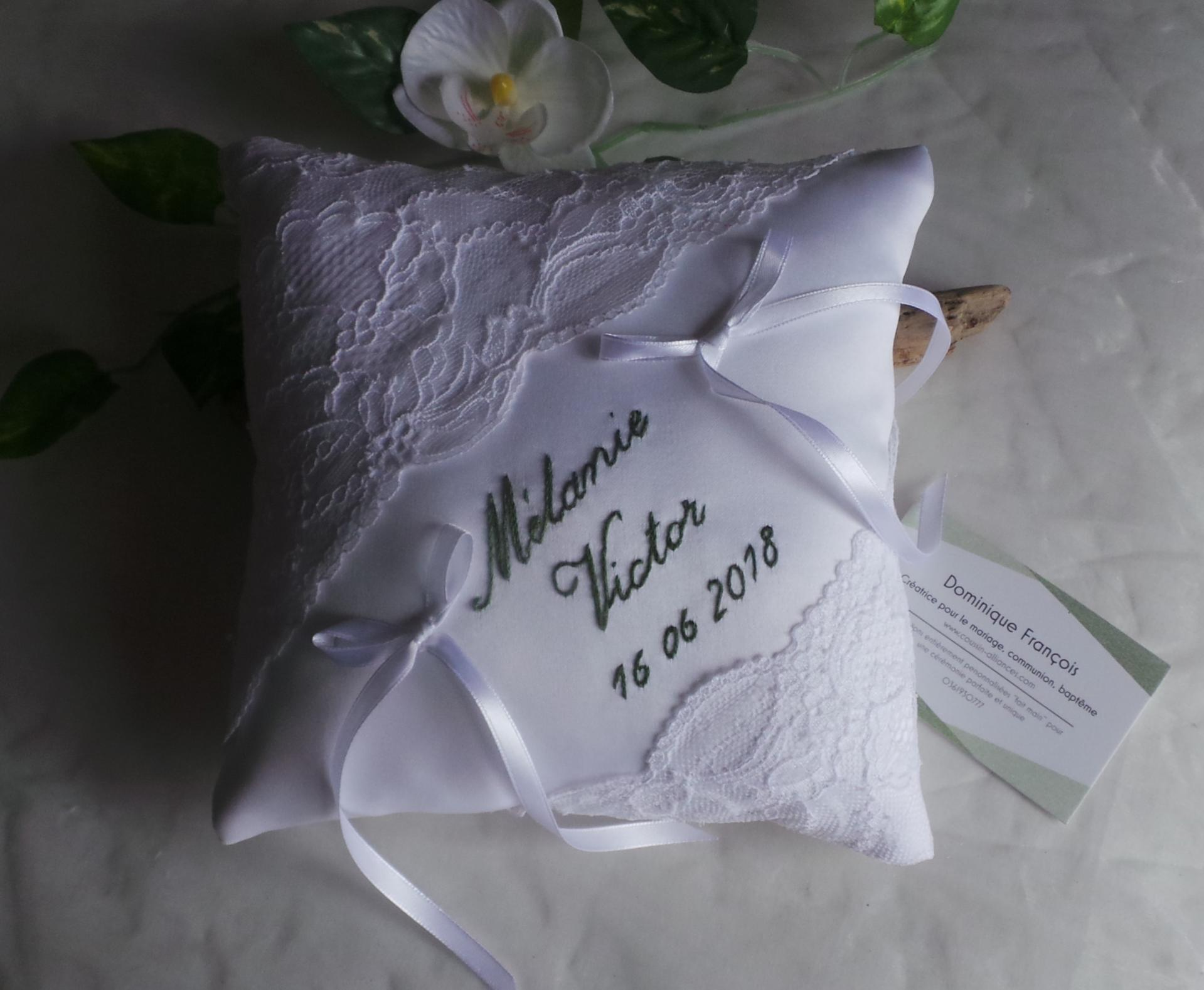 Coussin mariage chic dentelle blanc personnalise