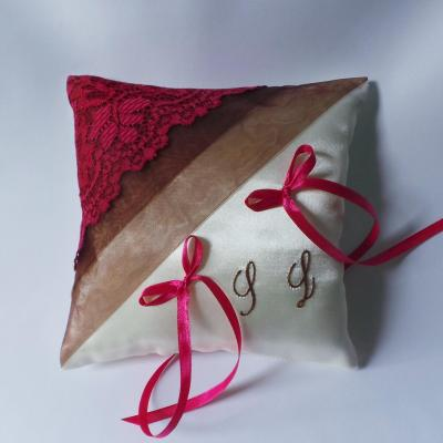 Coussin mariage chic dentelle fuchsia chocolat