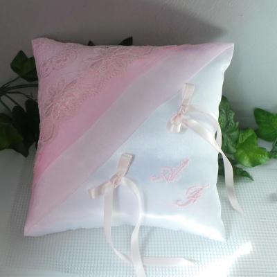 Coussin mariage chic dentelle ivoire rose pale poudre 11