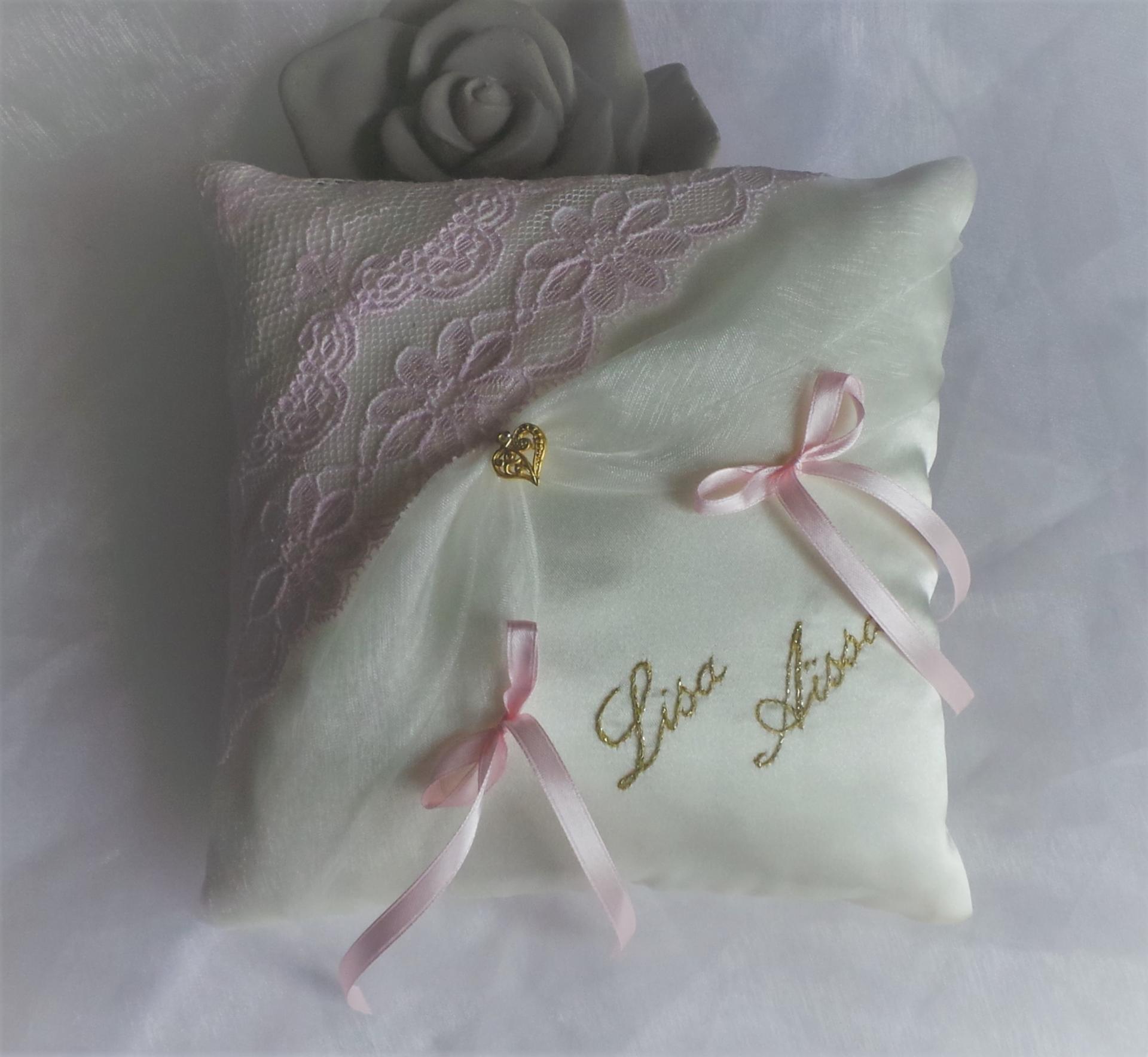 Coussin mariage chic dentelle ivoire rose pale poudre 17 1