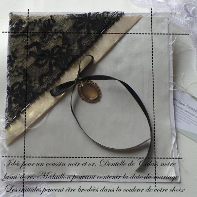 Coussin mariage chic dentelle noir et or