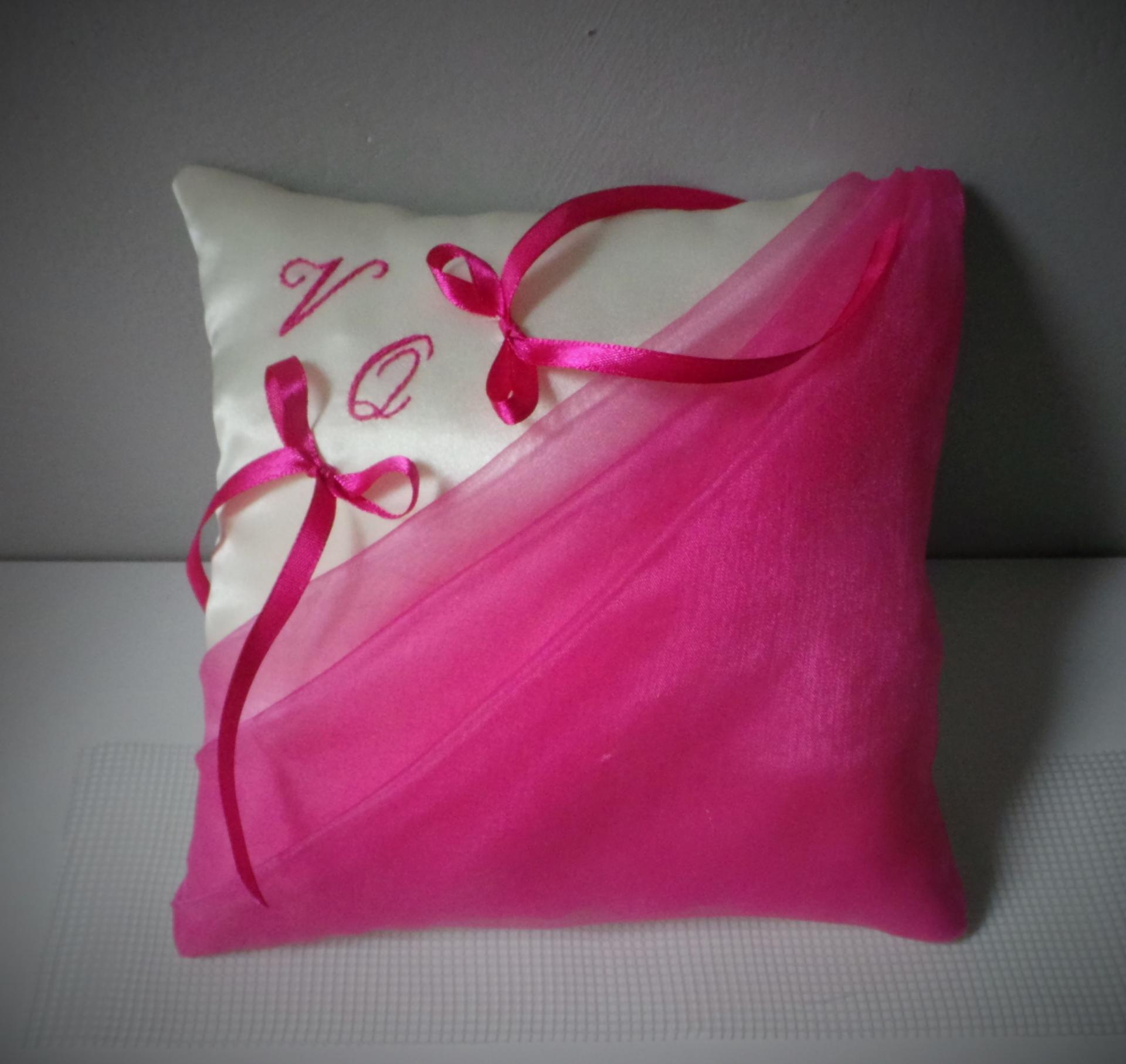 Coussin mariage chic fuchsia ivoire