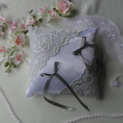 Coussin mariage chic gris blanc ou ivoire personnalise