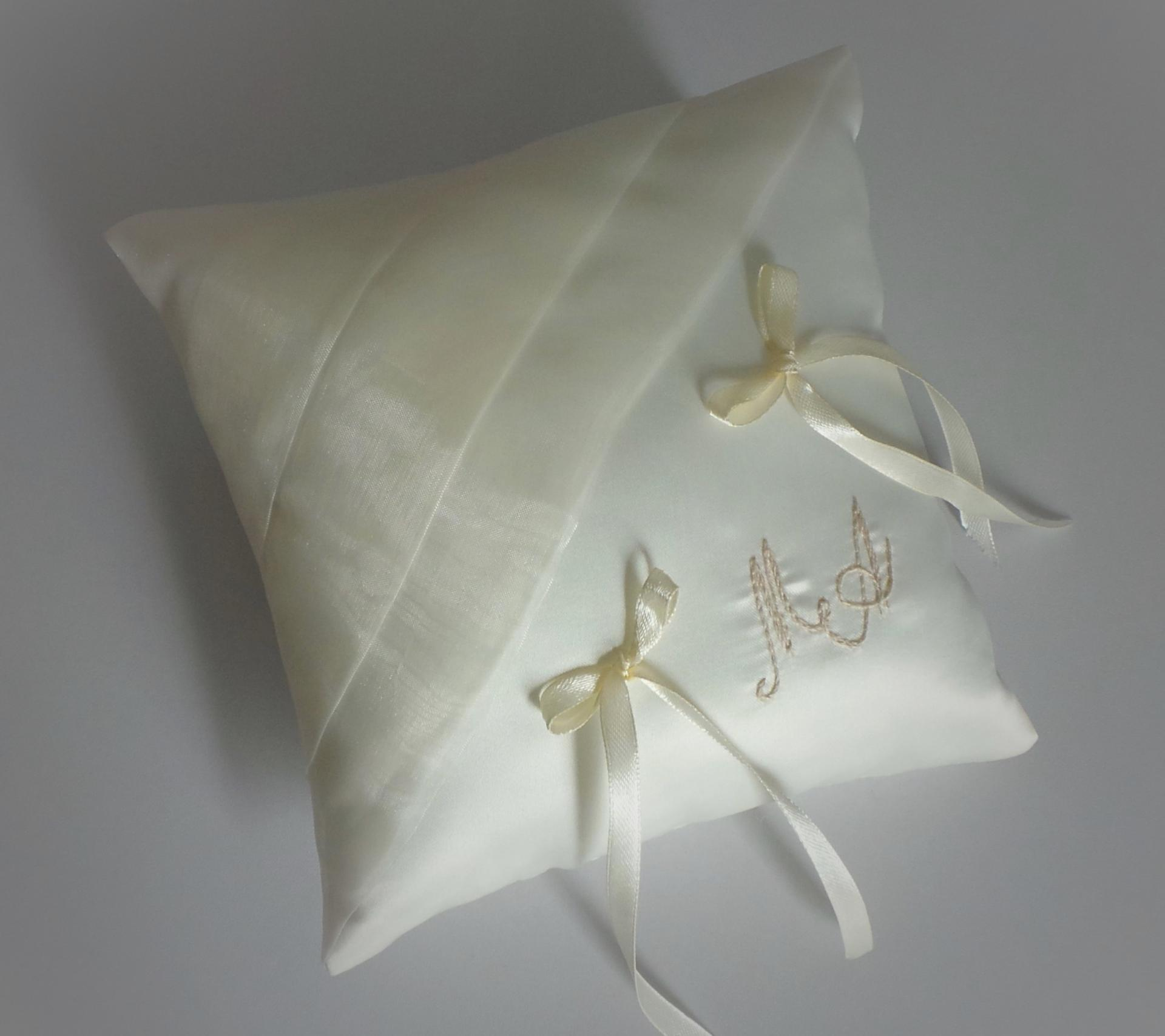 Coussin mariage chic ivoire brode