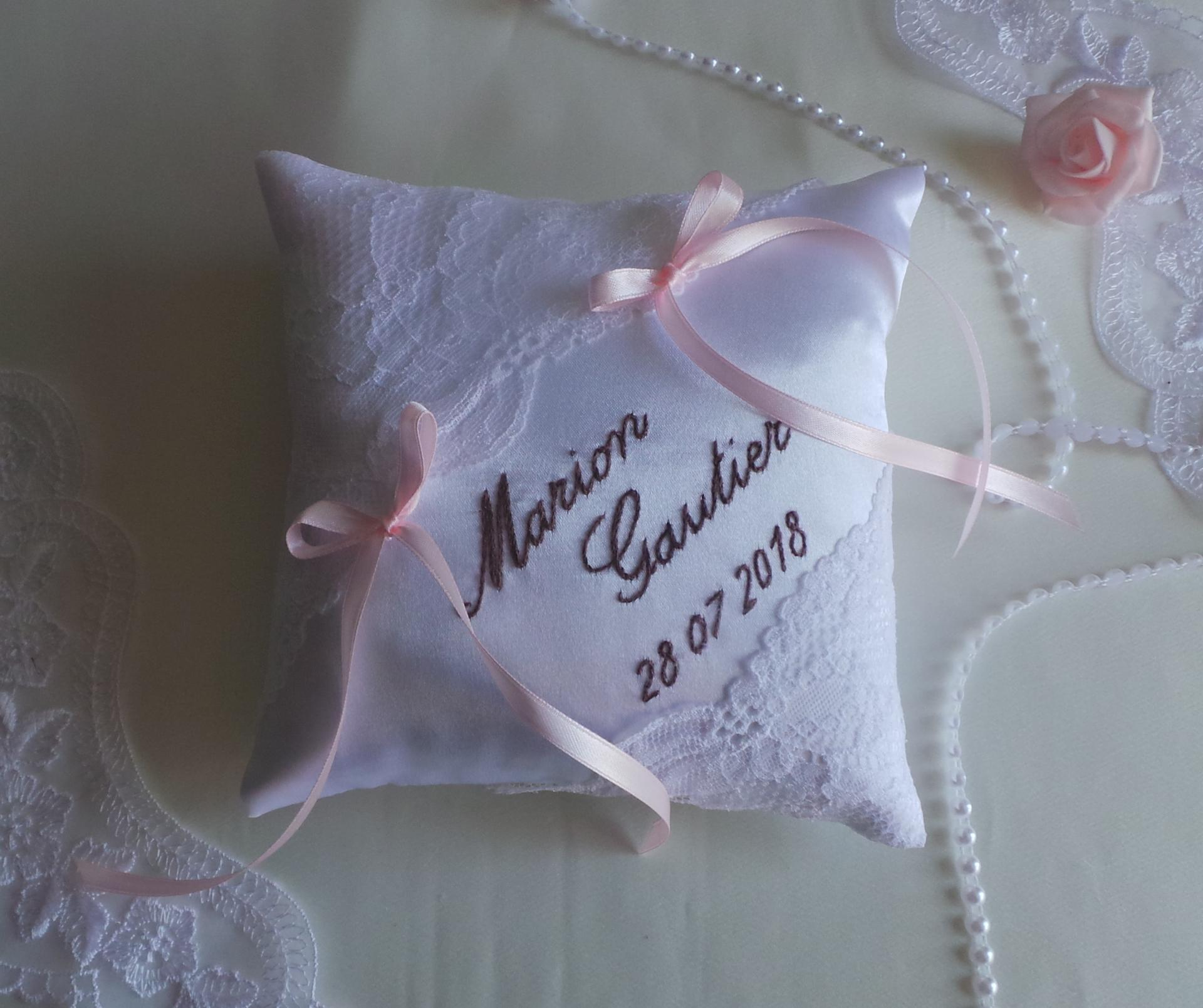 Coussin mariage chic rose pale blanc taupe