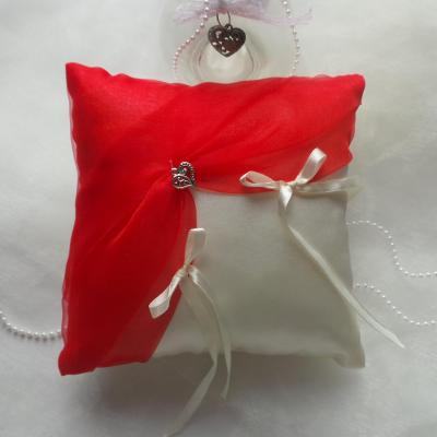 Coussin mariage chic rouge ivoire ou blanc