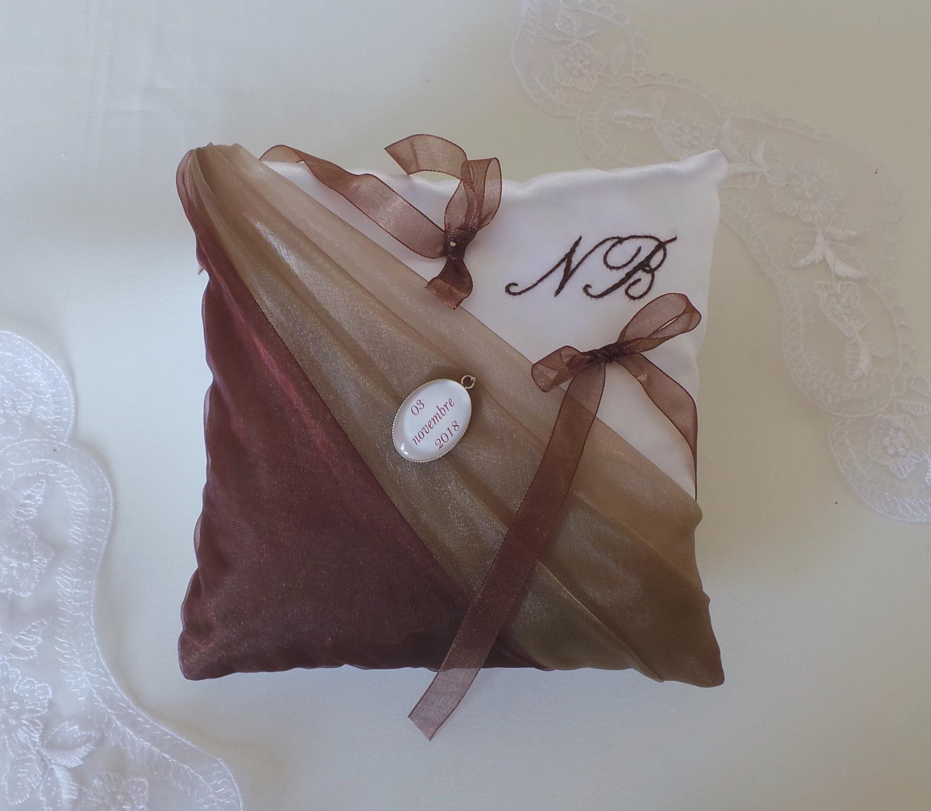 Coussin mariage chic taupe marron