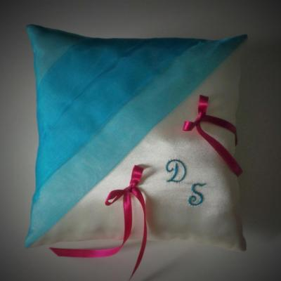 Coussin mariage chic turquoise fuchsia blanc ou ivoire