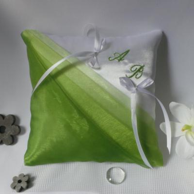 Coussin mariage vert et blanc personnalisé fait main