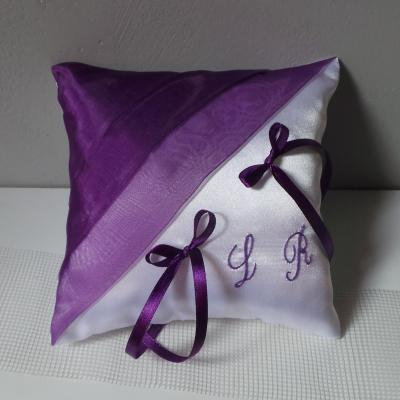 Coussin mariage chic violet prune blanc ou ivoire