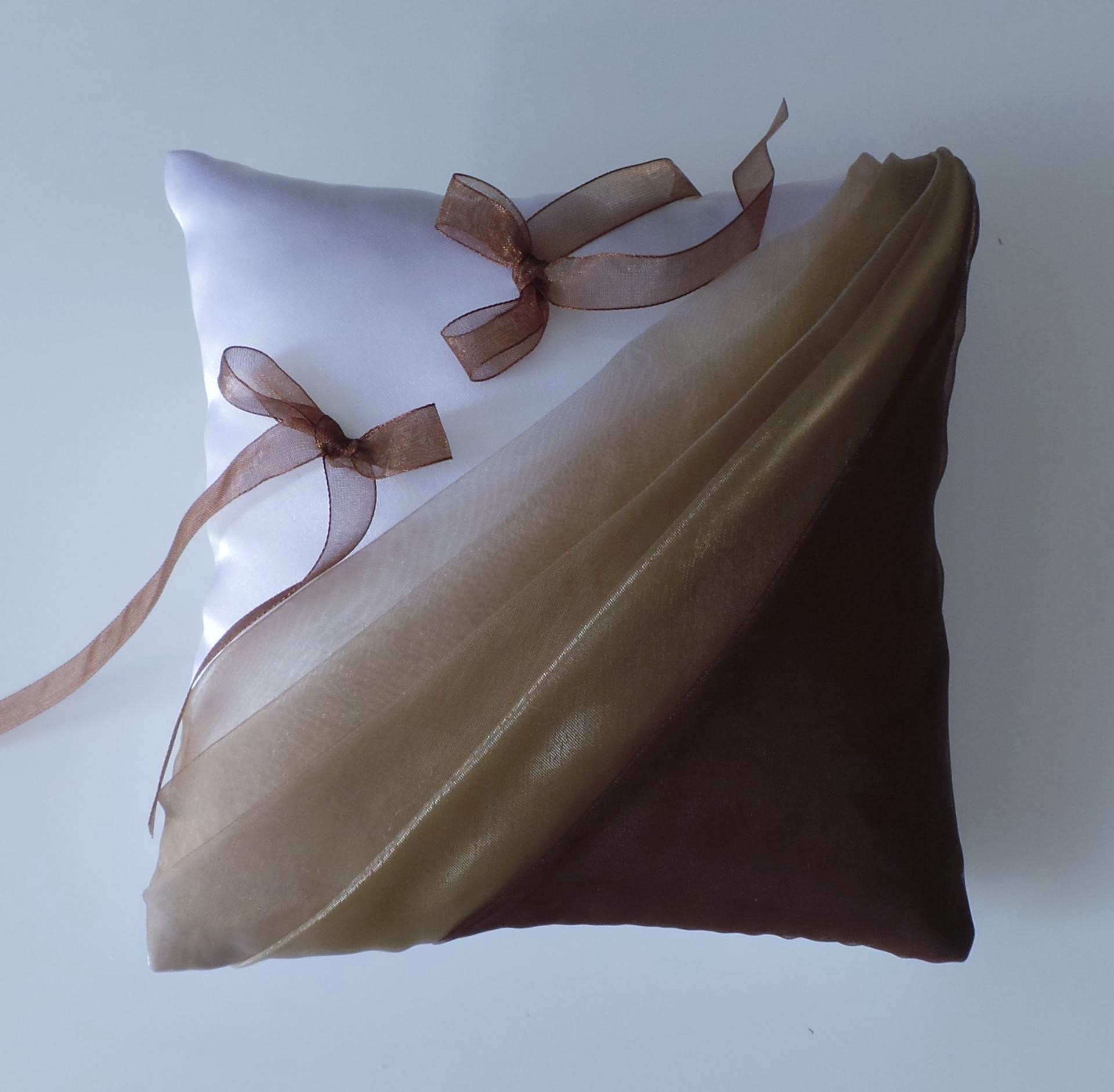 Coussin mariage chocolat beige 1