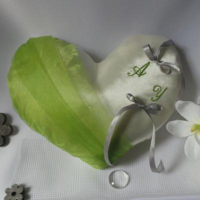 Coussin mariage coeur anis ivoire ou blanc personnalise