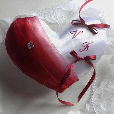 Coussin mariage coeur blanc bordeaux ivoire fait main