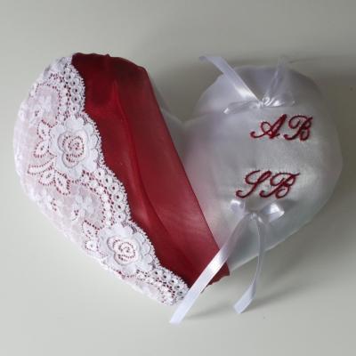 Coussin mariage coeur blanc bordeaux