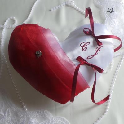 Coussin alliance coeur blanc et bordeaux personnalise