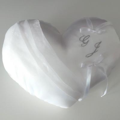 Coussin mariage coeur blanc personnalise argent