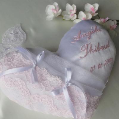 Coussin mariage coeur dentelle rose pale blanc ou ivoire
