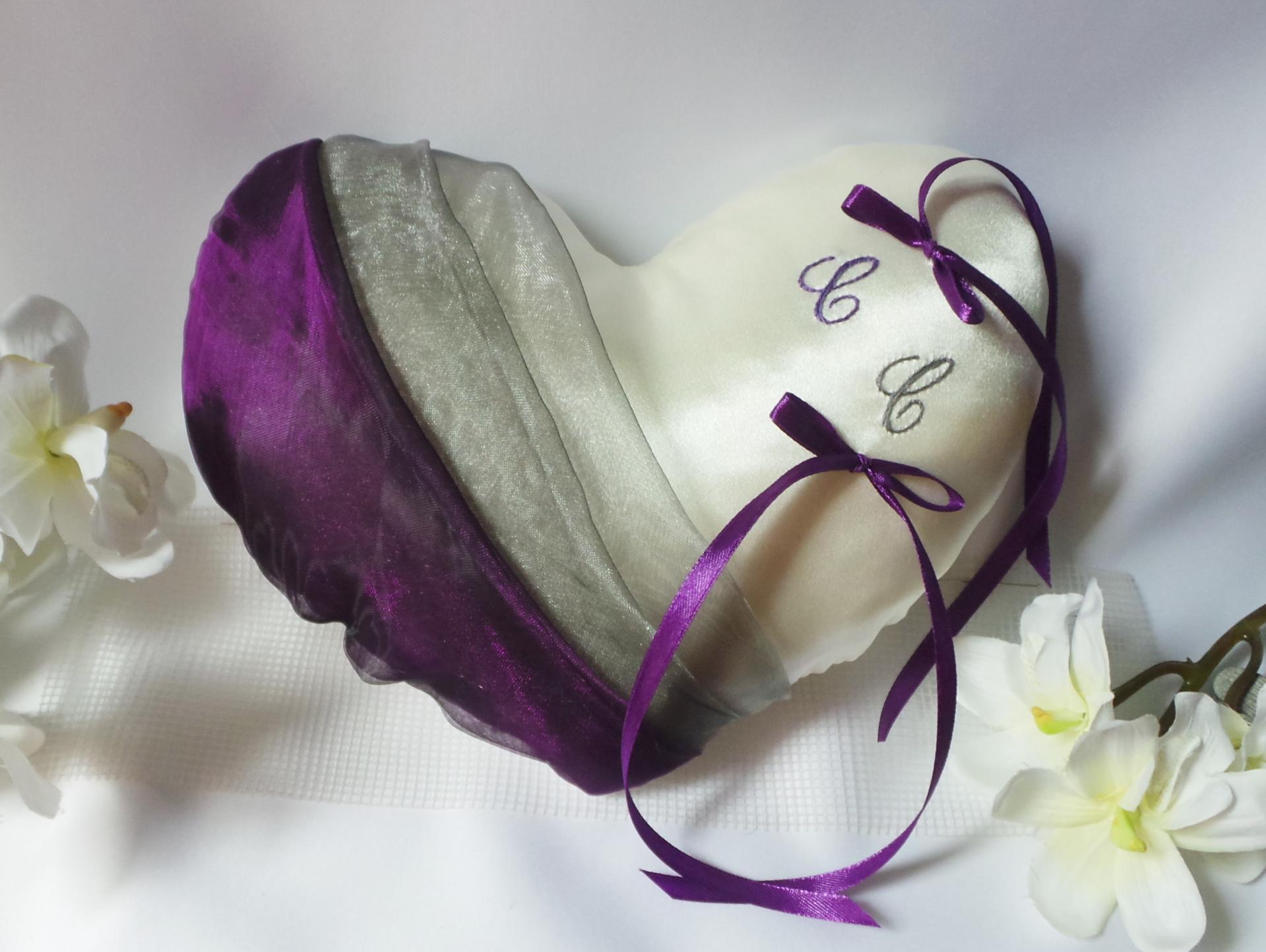 Coussin mariage coeur gris violet prune