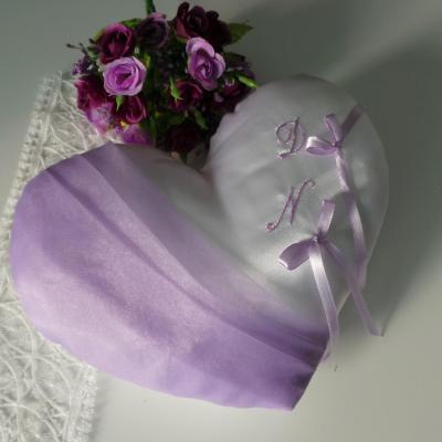 Coussin mariage coeur parme blanc ou ivoire personnalise