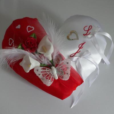 Coussin mariage coeur rouge blanc amour