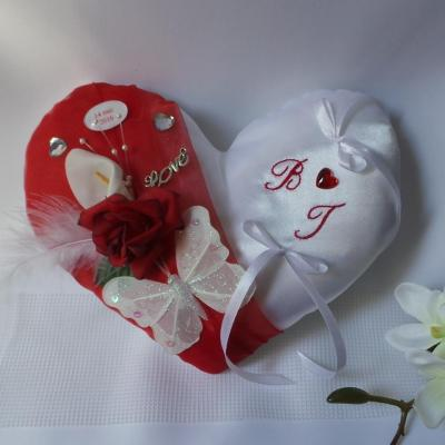Coussin mariage coeur rouge blanc ivoire amour