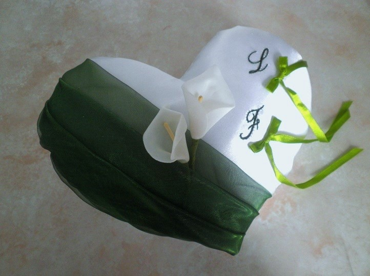 Coussin mariage coeur vert feuillage