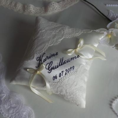 Coussin mariage dentelle brode marine 2