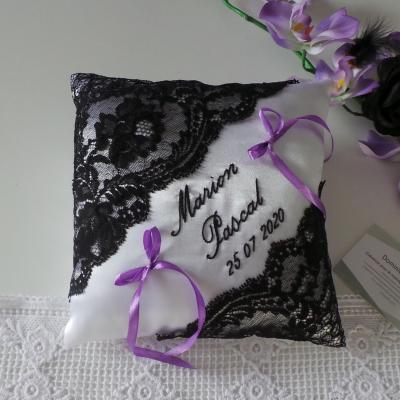 Coussin mariage dentelle noir blanc violet