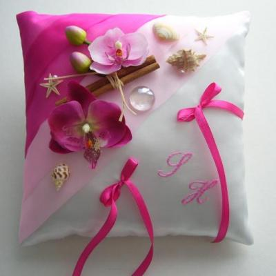 Coussin mariage exotique fuchsia rose pale
