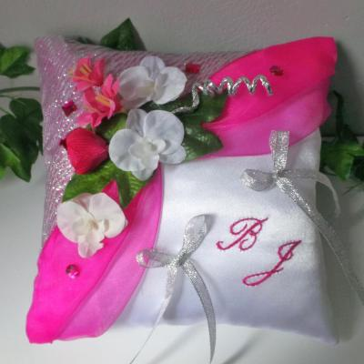 Coussin mariage fuchsia argent