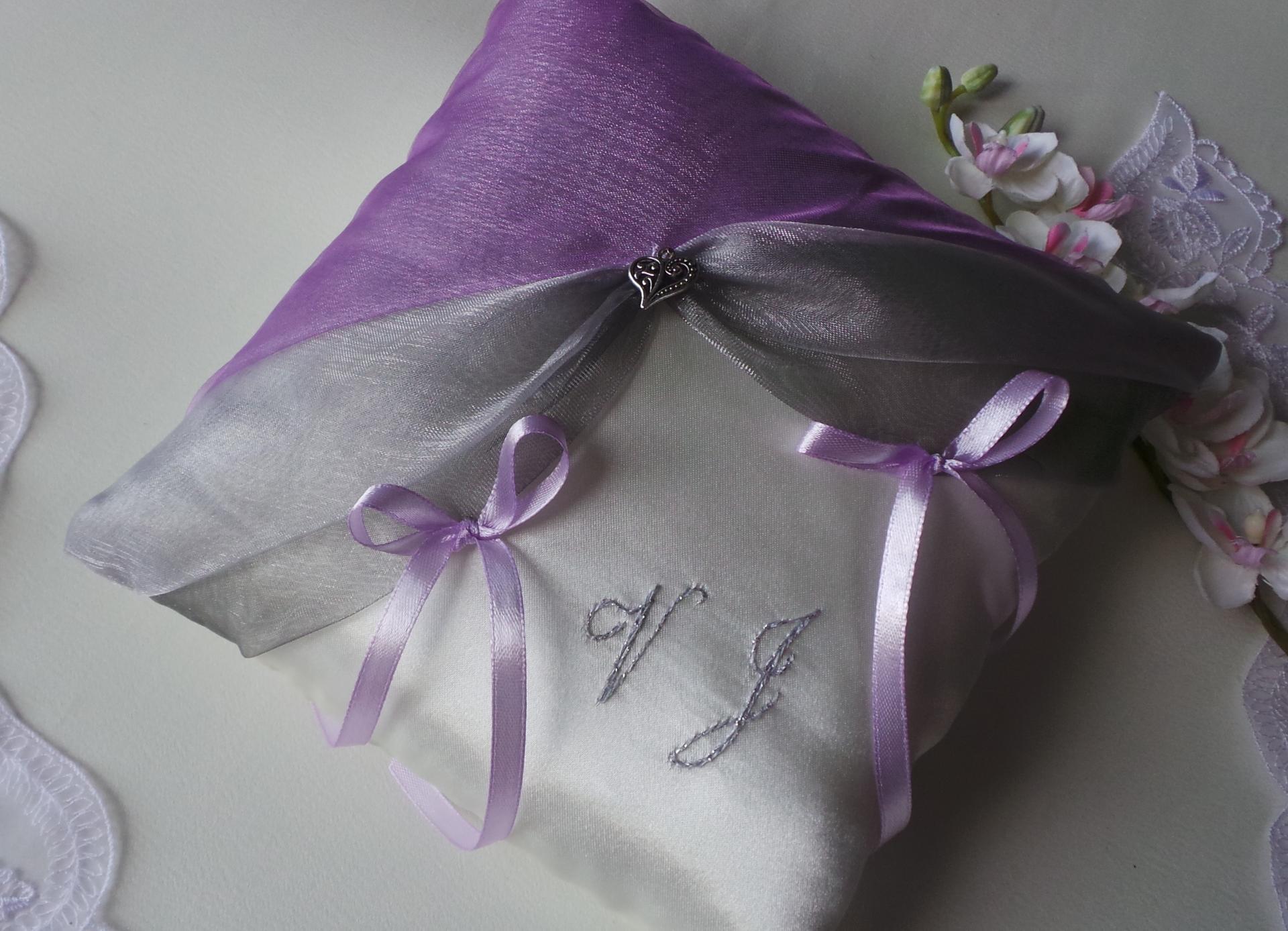 Coussin mariage gris argent parme violet